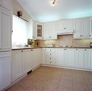 Modele de cuisine champetre maison design for Armoire de cuisine style champetre