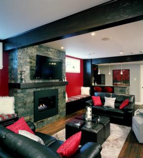 Voici un sous sol moderne avec ses poutres et son bar en for Decoration fenetre de sous sol