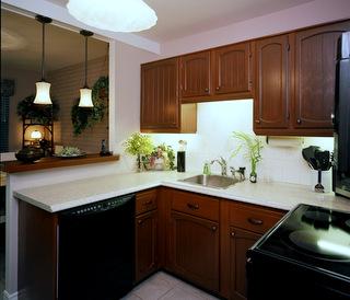 restauration armoires de cuisine en bois de chene. Black Bedroom Furniture Sets. Home Design Ideas